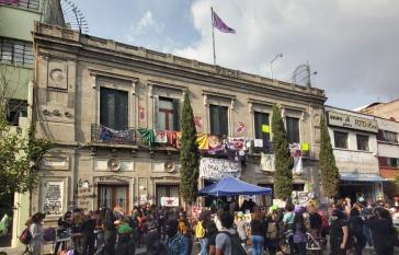 Besetztes Gebäude der nationalen Menschenrechtskommission in Mexiko, heute Schutzraum