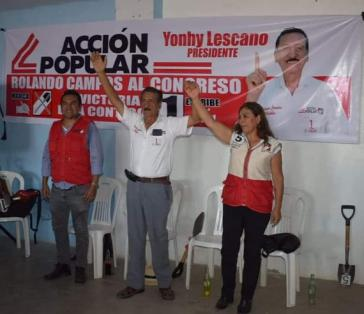 Kandidaten der Partei Acción Popular feiern ihren Wahlsieg. Mit nur 10,1 Prozent und 24 Sitzen wurde sie stärkste Kraft im Parlament
