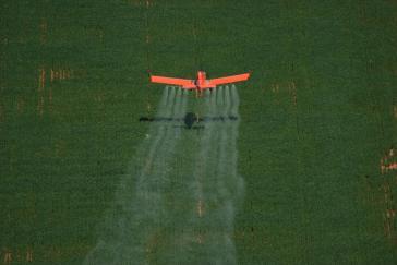 Pestizide werden in Brasilien teilweise auch mit dem Flugzeug gespritzt
