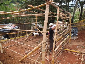 Besetzer bauen ihre Wohnstätten wieder auf, nachdem sie zerstört wurden