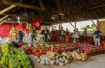 """Organisiert """"von unten"""": Wie hier in Brasilien gibt es in vielen Ländern Lateinamerikas Ausgabestellen von Lebensmitteln für Bedürftige"""