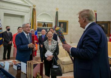 Die Laune zwischen Amlo und Trump schien auf der ersten Auslandsreise des mexikanischen Präsidenten gut  -  auch beim Austausch von Baseballschlägern