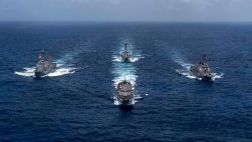 """Kriegsschiffe der US-Navy führen """"maritime Sicherheitsoperationen"""" in der Karibik durch (Aufnahme vom 15. Mai)"""