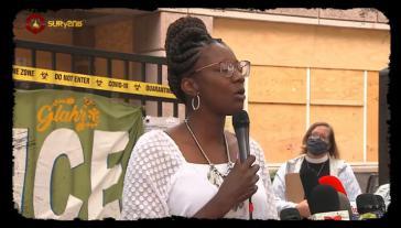 Die Krankenschwester Dawn Wooten, hier bei einer Kundgebung vor dem Gefängnis, machte die ersten Fälle publik (Screenshot)