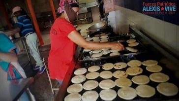 In der Kommune El Panal wird in der Schulkantine weiterhin Essen zubereitet und an die Bevölkerung verteilt