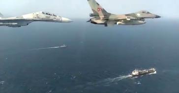 Venezuelas Luftwaffe geleitet die Tanker mit den Treibstofflieferungen aus Iran in die Raffineriehäfen von El Palito und Paraguana