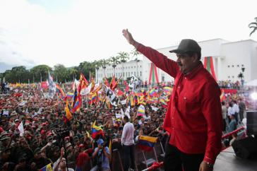 """""""Überlebender des Jahres"""": Präsident Maduro bei der Demonstration am 21. November in Caracas"""
