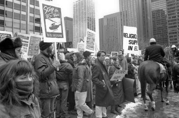 Der Krieg, der laut El Salvadors Präsident keiner war, an dem aber auch die USA beteiligt waren. Protest in Chicago 1989