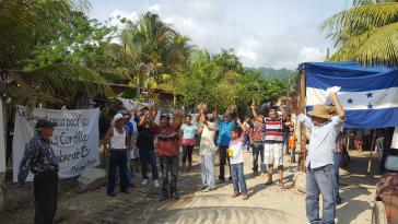 In der Gemeinde Pajuiles wehren sich die Bewohner:innen gegen ein illegales Wasserkraftwerk. Sie haben sich in einer offenen Gemeindeversammlung mehrheitlich dagegen ausgesprochen