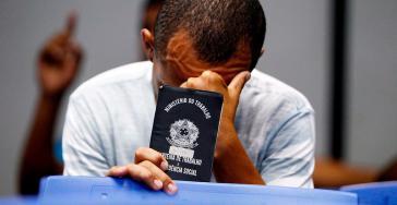 Arbeitsloser in Brasilien. Durch Autonomie der Zentralbank beraubt sich die Politik eines Mittels zum Gegensteuern