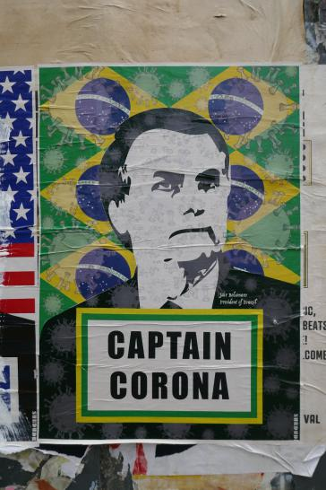 "Brasiliens Präsident als ""Captain Corona"" auf einem Plakat"