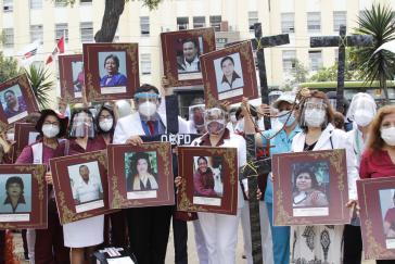 Das peruanisches Medizinpersonal arbeitet am Limit. Viele Gesundheitsarbeiter:innen sind bereits am Coronavirus verstorben