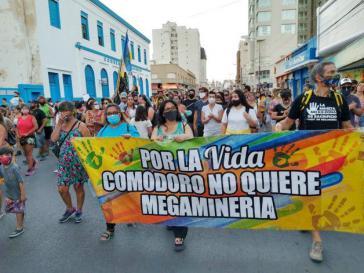 Protest gegen den Mega-Bergbau in der Provinz Chubut. In allen betroffenen Ländern setzt sich die Bevölkerung dagegen zur Wehr