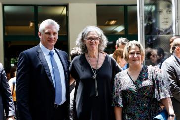 Alejandra Naftal mit Kubas Präsident Miguel Diáz Canel und seiner Ehefrau Lis Cuesta Peraza, die das Museum am 11. Dezember 2019 besuchten