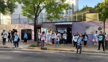 Kundgebung während des Streiks vor den Toren einer Vorschule in Buenos Aires