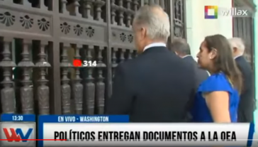 Fujimori-Delegation vor den verschlossenen Türen des OAS-Sitzes in Washington (Screenshot)