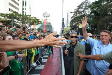 Der brasilianische Präsident Jair Bolsonaro mobilisiert seine Anhängerschaft gegen Rechtsorgane der Verfassung