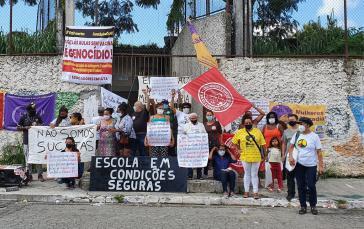 Eltern unterstützen den Streik der Lehrkräfte in São Paulo und protestieren gegen die Öffnung der Schulen