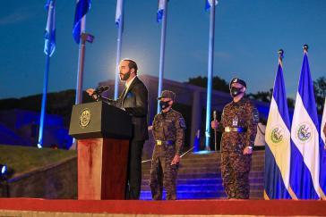 Bukele bei seiner Ansprache vor Soldaten am Dienstag