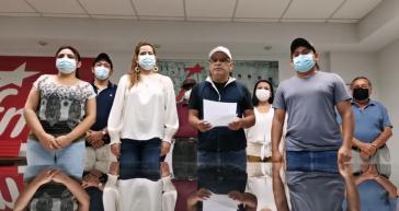 FMLN Generalsekretär Oscar Ortíz prangert bei einer Pressekonferenz die Verhaftungen als politische Verfolgung an