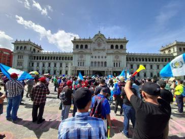 Kundgebung gegen die Regierung Giammattei vor dem Regierungssitz in Guatemala-Stadt