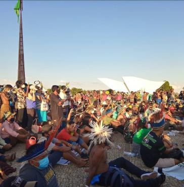 """Rund 1.200 Indigene protestieren im Camp """"Luta pela Vida"""" für den Erhalt ihrer Territorien."""
