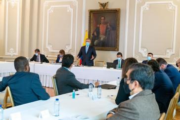 Keine Einigung in Sicht: Duque und Vertreter des Streikkomitees beim Treffen am Montag