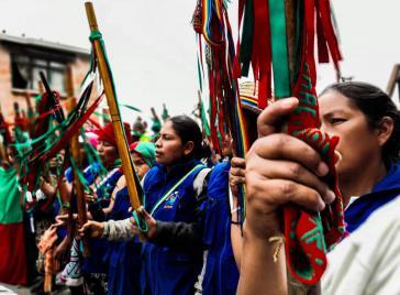 Frauen der Guardia Indígena bei einer Demonstration im Rahmen des landesweiten Streiks