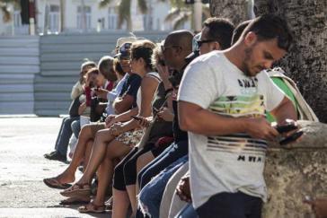 Werden rege genutzt: Wifi-Zonen in Kuba