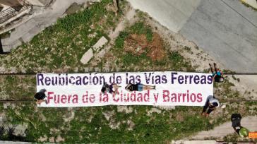 """Die Anwohner fordern eine Änderung der Gleisführung """"raus aus den Städten und Barrios"""""""