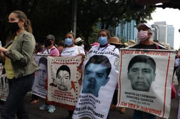 Demonstration von Angehörigen der verschwundenen Lehramtsstudenten am 26. September in Mexiko-Stadt