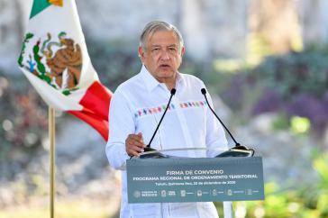 Amlo bei der Zeremonie zu Unterzeichnung in Tinúm, Yucatán