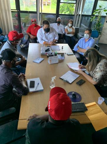 Gemeinsame Verhandlung von Aktivist:innen der MST, Regierungsmitgliedern und der Cehab