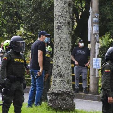 Paramilitärs unterstützen laut Berichten die Polizei und das Militär bei der Niederschlagung der Proteste