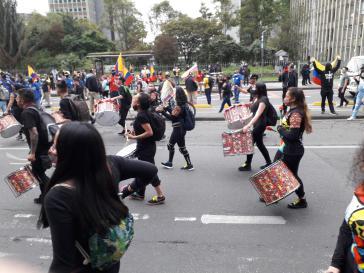 Auch das Thema der anhaltenden Gewalt gegen soziale Aktivist:innen bewegte die Protestierenden