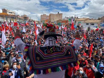 Der vormalige Außenseiterkandidat Pedro Castillo punktet durch seinen Straßenwahlkampf