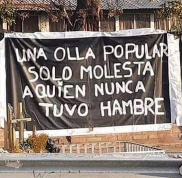 """Plakat in Villa Francia: """"Eine Suppenküche stört nur diejenigen, die nie Hunger hatten"""""""