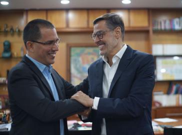 Der alte und der neue Außenminister von Venezuela: Felix Plasencia (rechts) ersetzt Jorge Arreaza