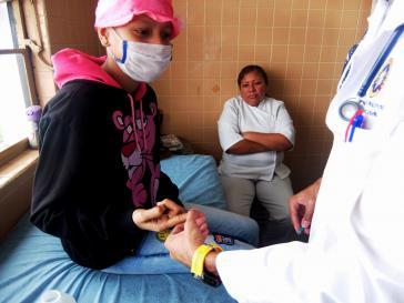 """Ihr konnte """"Maletas Salavidas"""" helfen: Die 14-jährige Genesis erhielt die dringend benötigten Medikamente Dexamethason und Leukovorin"""