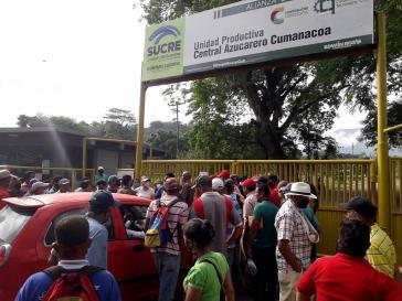 """Die Protestierenden blockieren die Tore der Zuckerrohrmühle """"Central Azucarero Cumanacoa"""""""