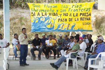 """""""Die Flüsse sollen ohne Grenzen fließen. Nein zum Staudamm im Paso de la Reyna"""": Versammlung in Paso de la Reyna, 2018"""