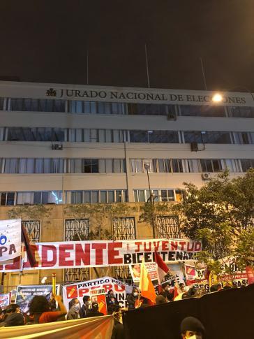 In Lima campieren Castillo-Anhänger vor dem nationalen Wahlgericht