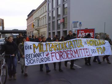 Weiter Proteste gegen liberale Putsch-Helfer