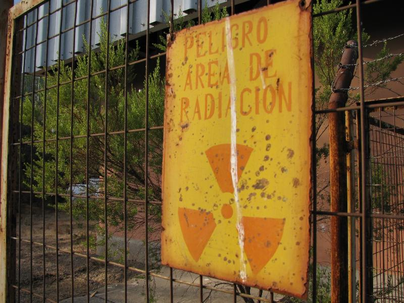 Warnschild vor radioaktiver Strahlung in Chile