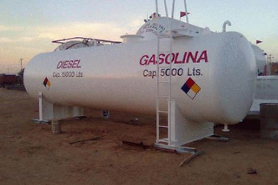 Treibstofftank in Bolivien