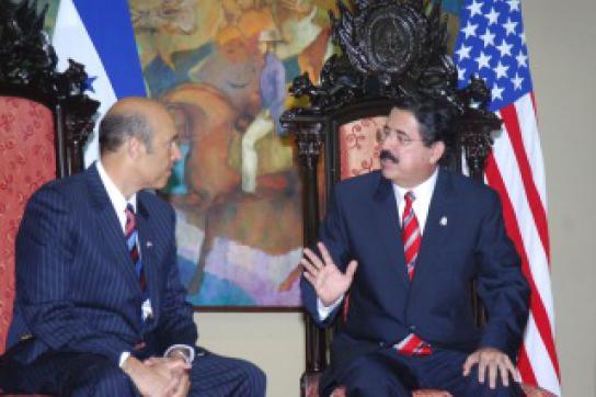 Botschafter der USA, Hugo Llorens, mit Präsident Zelaya