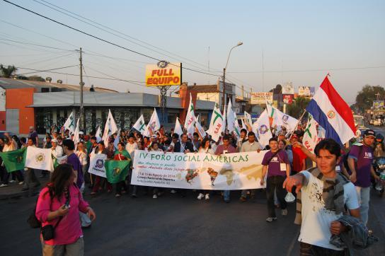 Große Beteiligung: Demonstrationszug zu Beginn des Sozialforums