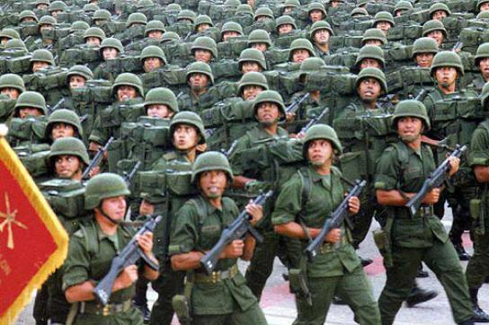 Mexikanisches Militär marschiert