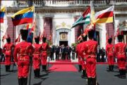 Ehrengarde empfängt Präsidenten Bagapsch und Kokoity in Caracas