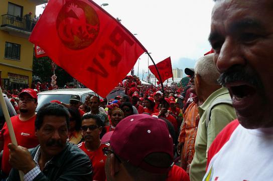 Rote Fahnen: Anhänger der Regierung in Caracas am MIttwoch